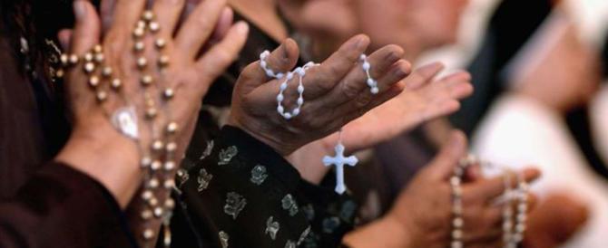 Un rosario contro l'invasione islamica: un prete lancia l'appello