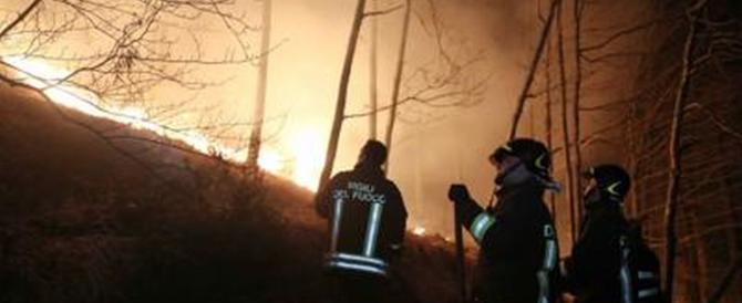 Piemonte ancora in fiamme, centinaia gli sfollati. Canadair dall'estero
