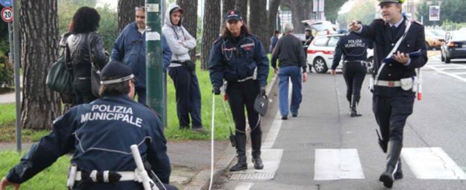 Pirata drogato investe due ragazzini a Roma e rischia il linciaggio