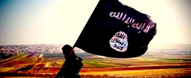 Cade l'ultima bandiera dell'Isis a Raqqa. Ora sventola quella dei curdi
