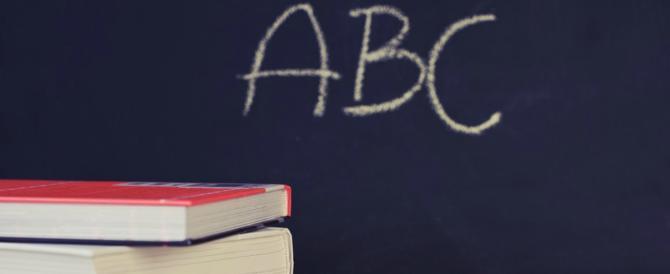 Schiaffi in testa e minacce agli alunni: sospesa per maltrattamenti l'ennesima maestra