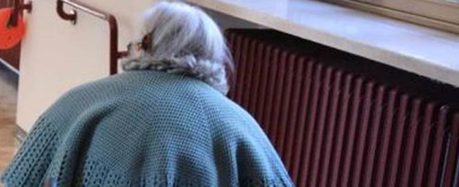 Roma, atrocità su una nonna: botte e minestrone bollente in faccia
