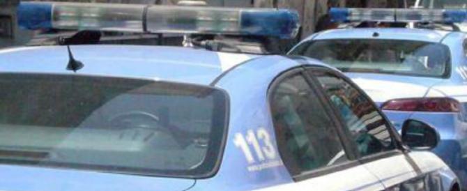 Calci e pugni agli agenti che gli chiedono i documenti: romeno in manette