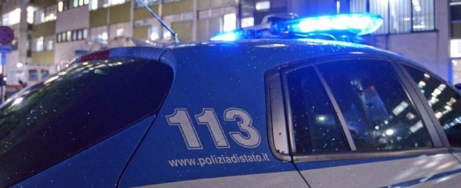 Firenze, ennesimi disordini causati da stranieri ubriachi: due agenti feriti
