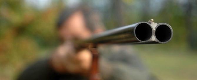 13enne gioca col fucile del padre e uccide la nonna: tragedia a Potenza