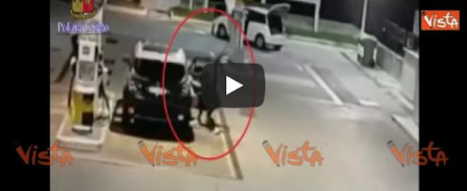 La gang dei ragazzini Rom in azione: aggressioni a colpi di spranga (video)