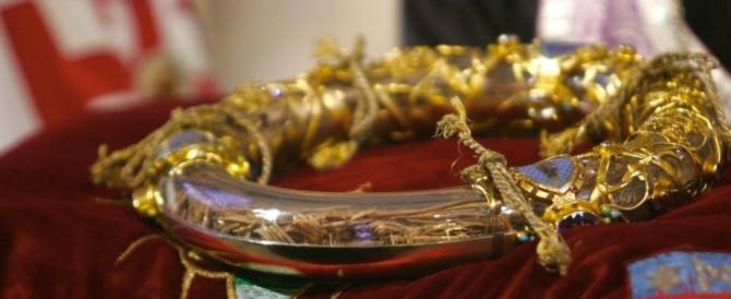 """Reliquie rubate e fedeli in allarme: il culto dei """"sacri resti"""" tra storia e superstizione"""
