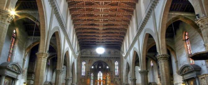Firenze, cade parte del soffitto della basilica di Santa Croce. Morto un turista