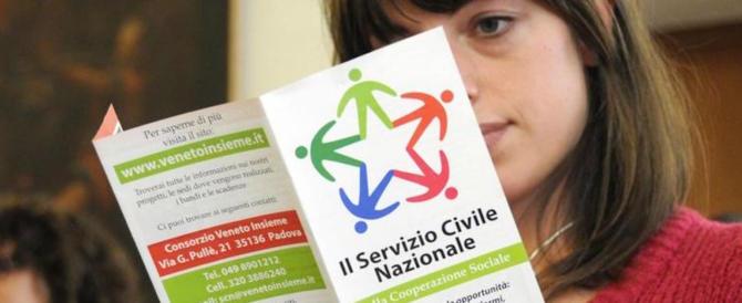 Renzi vuole introdurre il servizio civile obbligatorio. I volontari: «Senza senso»