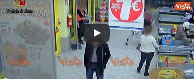 Roma, vigile eroe sventa una rapina: insegue e blocca i banditi (video)