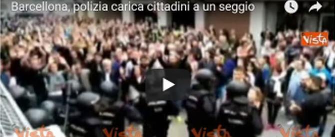 Catalogna, violenza sul referendum: 465 feriti dopo le cariche della polizia (video)