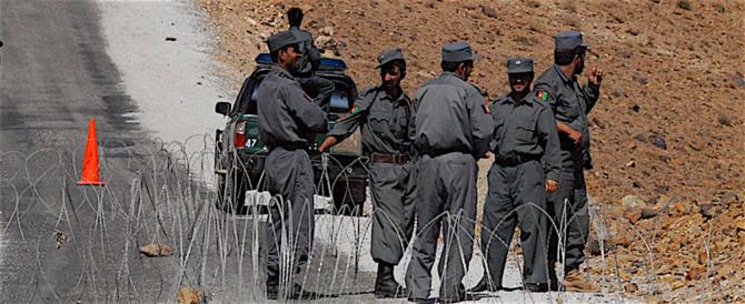 Afghanistan, controffensiva talebana: polizia attaccata, almeno 37 morti