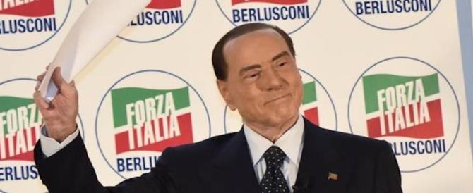 Grillini all'attacco: Berlusconi truffa gli elettori. E il Cav: siete pericolosi