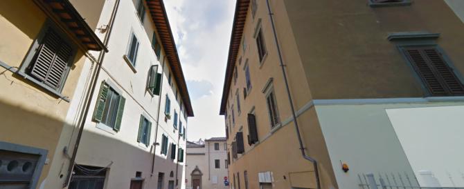 Firenze, due immigrati clandestini picchiano e rapinano studentesse Usa