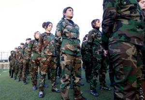 In Siria anche le donne hanno un elevato grado di addestramento militare
