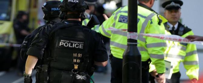 """Londra, forse un """"alterco"""" tra 2 uomini (ora ricercati) all'origine del panico in metro"""