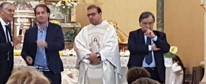 Sicilia: comizio del candidato Pd in chiesa, il prete chiede scusa (video)