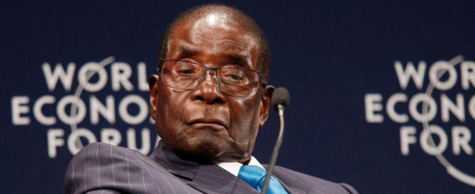 Mugabe, da eroe dell'indipendenza a vittima del golpe: ascesa e fine di un leader