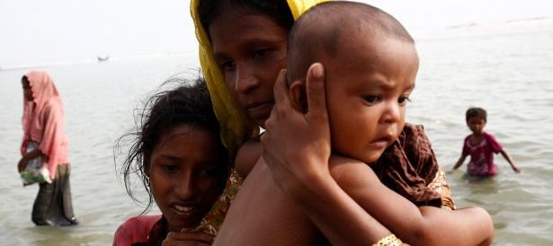 Orrore in Myanmar, rapporto choc: donne e bambini stuprati, bruciati vivi e gettati nelle cisterne