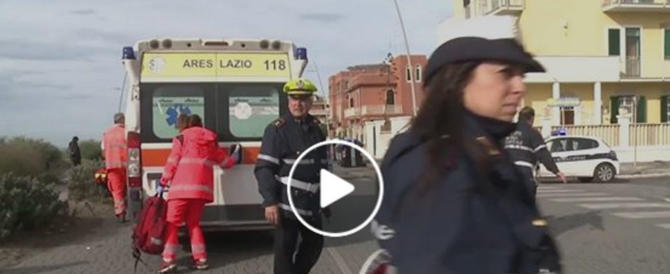 Ostia, l'incredibile salvataggio in mare di un aspirante suicida (video)