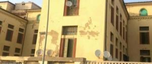 Ostia, la Colonia fascista ridotta a un bivacco per migranti: «Vanno sgomberati»