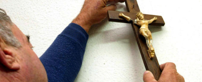 """""""Non si prega a scuola"""": il preside toglie anche la statua della Madonna"""