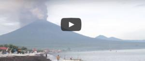 Bali, il fumo del vulcano fa paura: evacuazione di massa in corso, ma… (VIDEO)