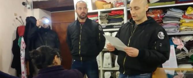 """Skinheads nella sede di """"Como senza frontiere"""": basta invasione (video)"""