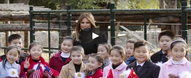 Trump vola in Vietnam, Melania resta a Pechino per la «diplomazia dei panda» (VIDEO)
