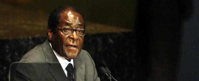 Zimbabwe, militari, partito e piazza insistono: dimettiti. Ma Mugabe non molla