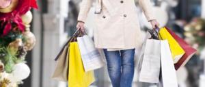 """Di Maio ha un'idea: """"Shopping vietato nelle feste"""". Gli italiani lo bocciano"""