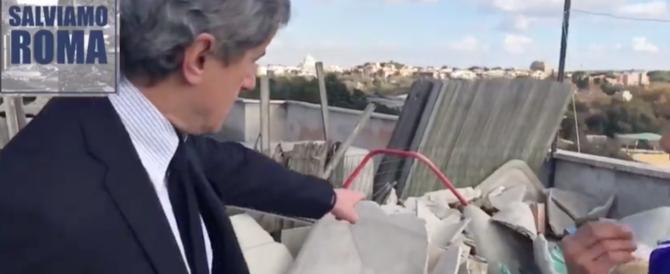 """Alemanno nel palazzo occupato da 300 clandestini: «Al via """"Salviamo Roma""""» (video)"""