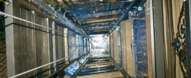 Muore schiacciato dalla cabina: fabbrica di ascensori risarcisce la famiglia