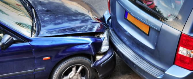 In Italia è lecito guidare senza assicurazione. Ma solo se sei rumeno…