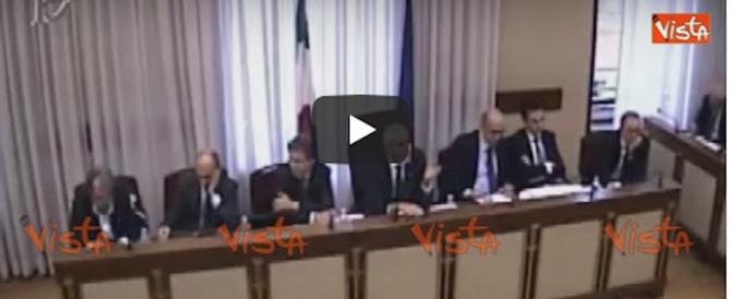 Banche, la Meloni zittisce Casini: «Stia calmo». «Certo, bevo camomilla» (video)