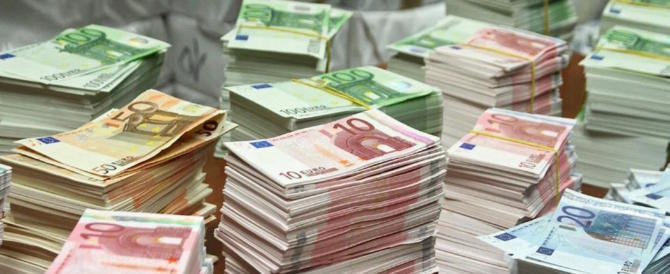 Siena, marocchino smercia banconote false al mercato: sono perfettamente contraffatte