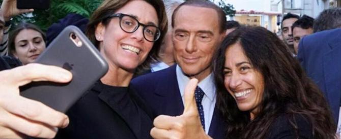 """Berlusconi benedice il """"patto dell'arancino"""": «C'è affetto con Meloni e Salvini»"""