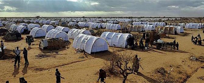 Italia e Ue non sanno gestire i clandestini: il Ruanda ci offre aiuto…