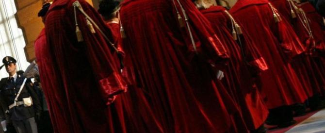 Cassazione: palpeggiare una donna in autobus è violenza sessuale