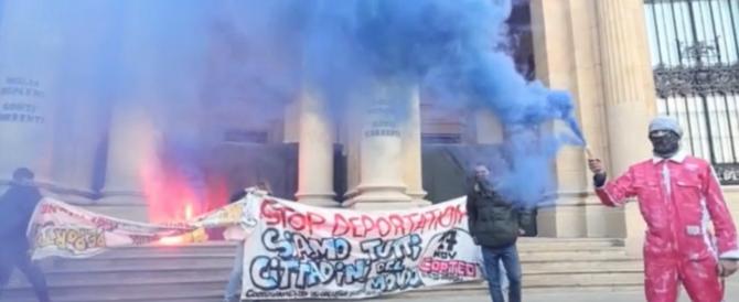 «Sì allo ius soli». Dai centri sociali bombe carta e guerriglia a Milano