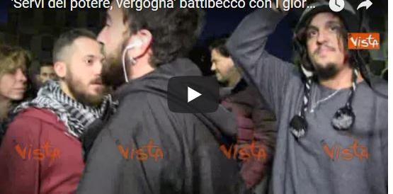 """Ostia, al corteo in difesa dei giornalisti il coro: """"Cronisti servi"""". Boomerang della Raggi (Video)"""