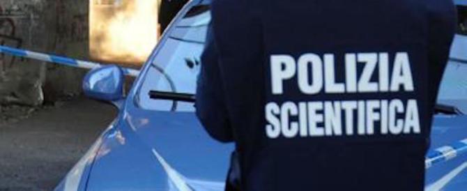 Donna uccisa a Milano, la vittima aveva i guanti: niente Dna dell'assassino