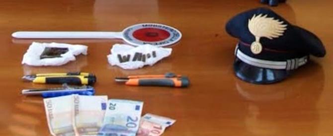 Roma, arrestato un pusher: nascondeva la droga e una p38 nella cassaforte di casa
