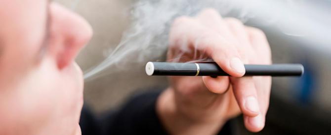 Il dibattito sulla sigaretta elettronica: fumarla fa davvero meno male?