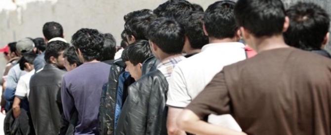 """Profughi distruggono hotel: """"Il cibo non ci piace e la paghetta è in ritardo"""""""