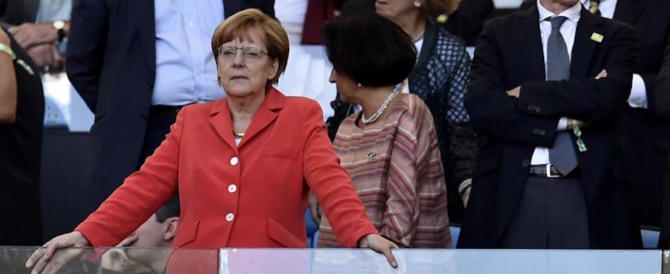 Governo, Merkel in alto mare. FI: paga per la sua politica di accoglienza