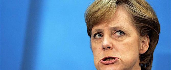 """Merkel ora paga il suo errore capitale: far entrare un milione di """"rifugiati"""""""