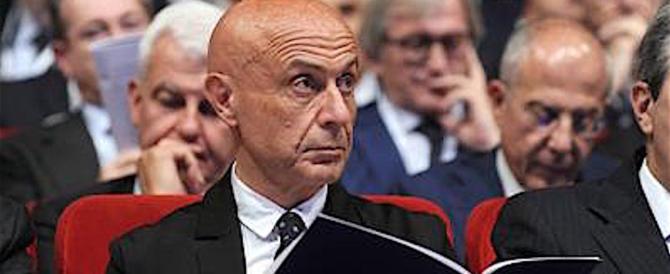 Clandestini, la Ue boccia la gestione Minniti: chiudere centri di detenzione