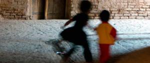 Bambini abusati, Telefono Azzurro: nel 2016 un caso al giorno di pedofilia