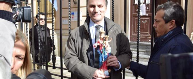 Palermo, la Madonna rimossa non può rientrare a scuola: lite tra genitori